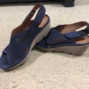 Clark's navy sandal